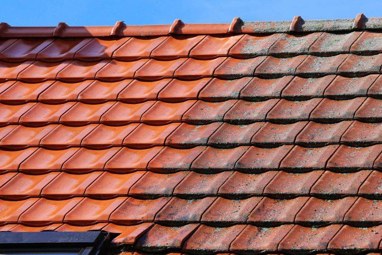 Symbolbild eines Daches nach der Dachreinigung vorher nachher